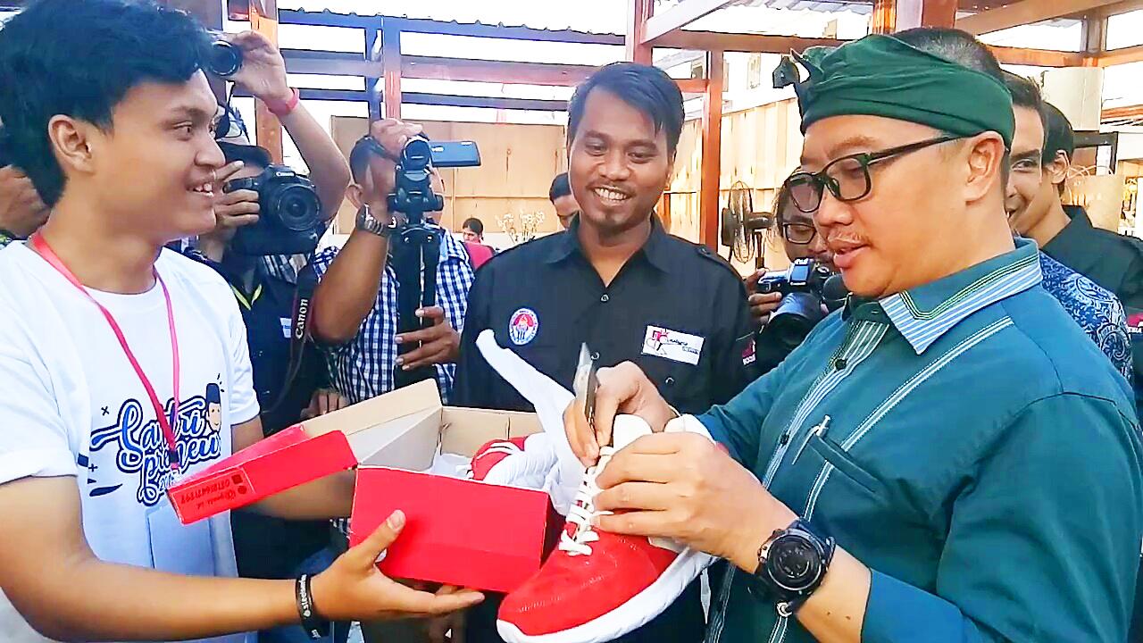 Imam Nahrowi, Menteri Pemuda dan Olahraga melihat produk buatan kaum milenial