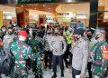 Panglima TNI Marsekal TNI Hadi Tjahyanto, bersama Kapolri Jendral Pol Idham Aziz saat mengunjungi Transmart Malang