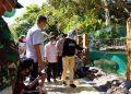 Walikota Batu, Dewanti Rumpoko meninjau sejumlah sarana edukatif di tempat wisata Kota Batu yang baru saja dibuka setelah 3 bulan ditutup karena pandemi Covid-19. (Foto: J Krisna-javasatu.com)