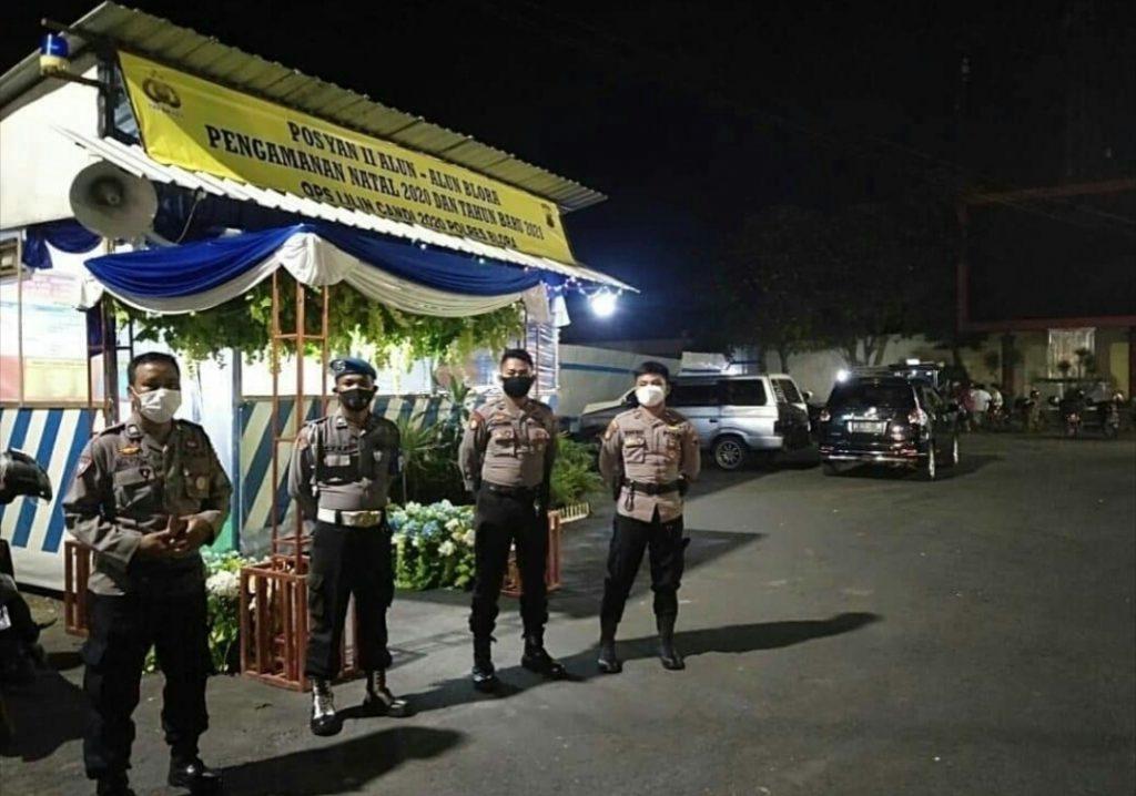 Petugas saat berada di depan salah satu pos pelayanan. (Foto: Sudasir Al Ayyubi/Javasatu.com)