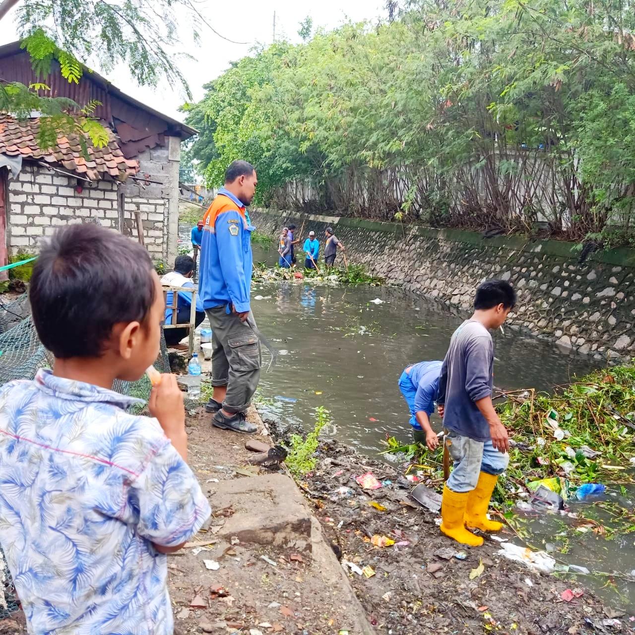 Kerja bakti Desa Pulopancikan. (Foto: Sudasir Al Ayyubi/Javasatu.com)