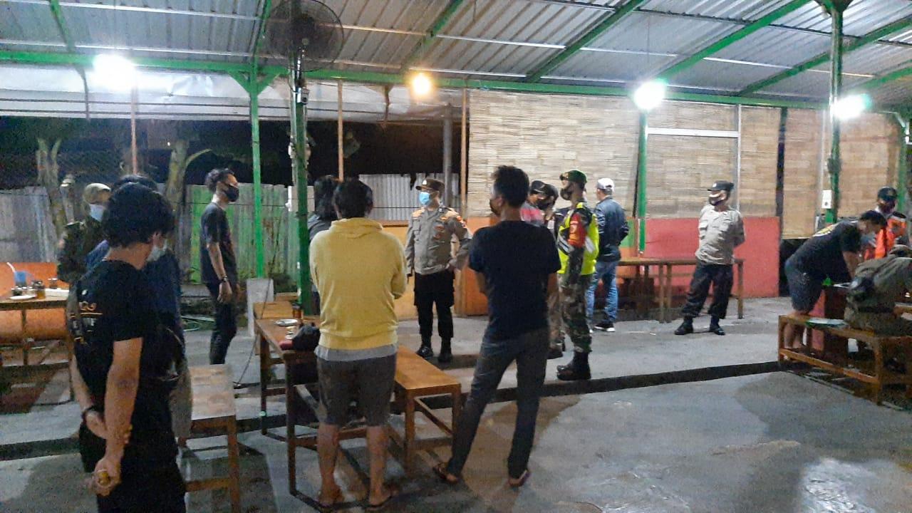 Pencegahan Covid-19 jelang akhir masa PPKM Jawa Bali di Kabupaten Gresik.